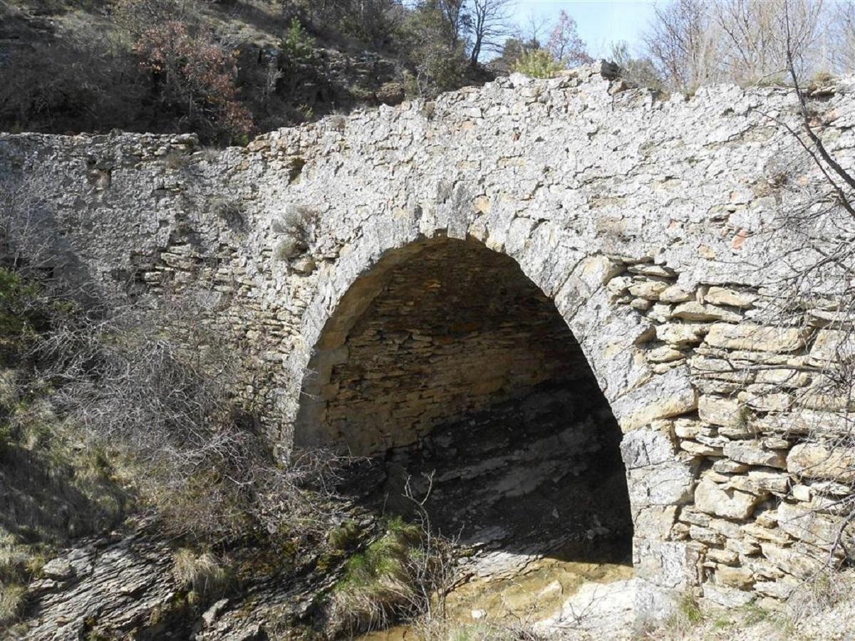 Pont sur la voie Royale (commune de Chateauneuf-Val-Saint-Donat)